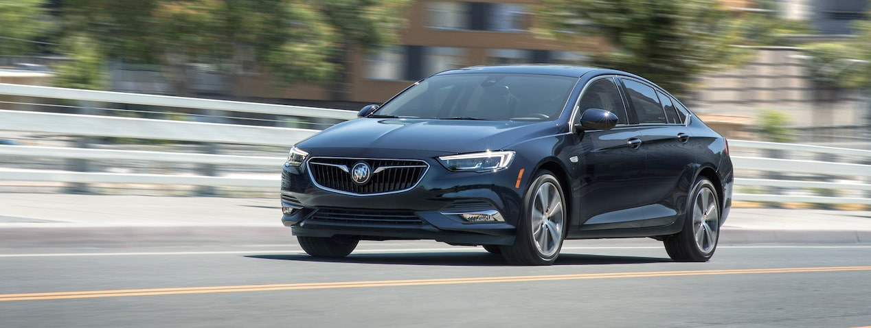 2019 Buick Regal Sportback mid-size luxury sedan's performance features.