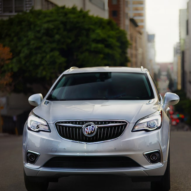 Buick Envision exterior: winged grille and tricolour insignia.